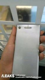 Sony Xperia XZ1 Heckplatten zeigen extra großes Loch für den Blitz