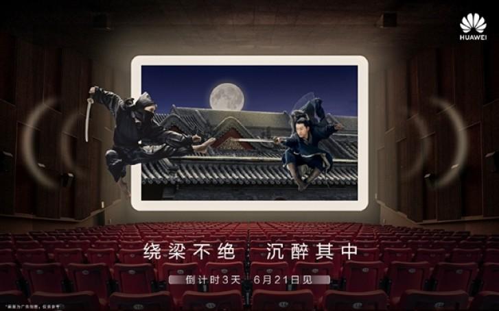 Das Huawei MediaPad M6 wird neben dem nova 5 eingelegt